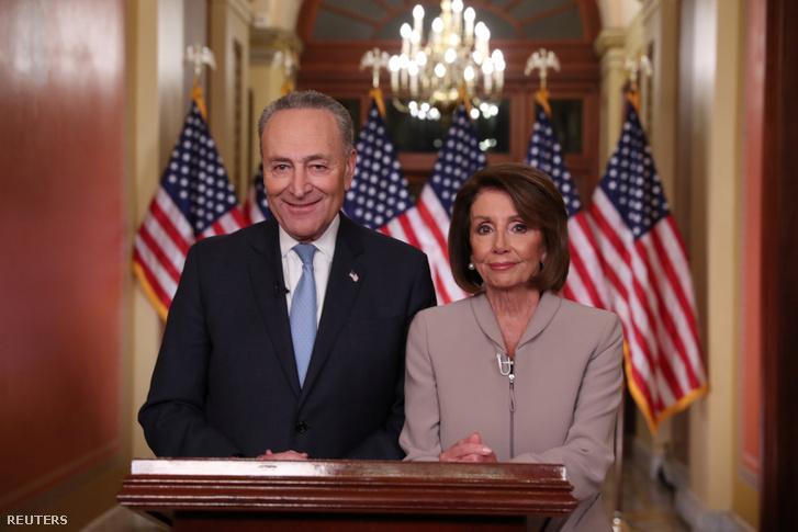 Nancy Pelosi, demokrata házelnök és Chuck Schumer, a szenátus kisebbségi vezetője a Kapitóliumban, miután befejezték válaszukat Donald Trump televíziós beszédére, Washingtonban 2019. január 9-én
