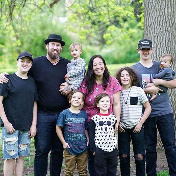 - Már több mint 17 éve vagyunk házasok, hét gyerekünk van itt, és öt a mennyben - mondta Steve és Michelle Lawson.