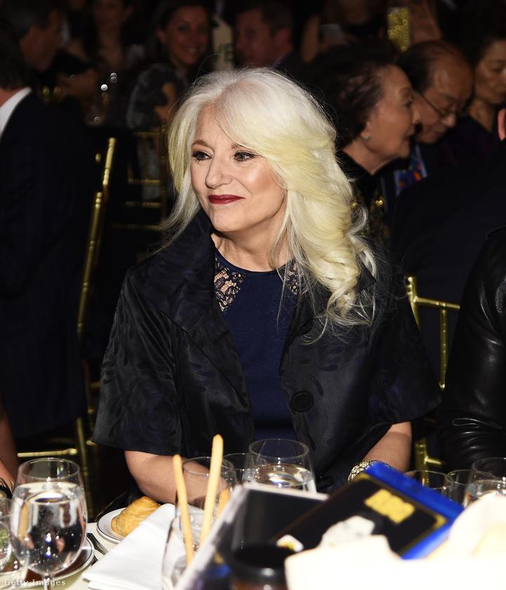 Ez a fotó kedd este készült egy New York-i gálavacsorán, és egy nagyon híres énekesnő anyukája látható a képen