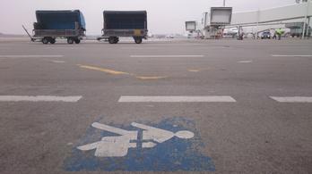 A rendőrség megmagyarázza, miért normális ügymenet, hogy feltörve érkezik a bőrönd a reptéren