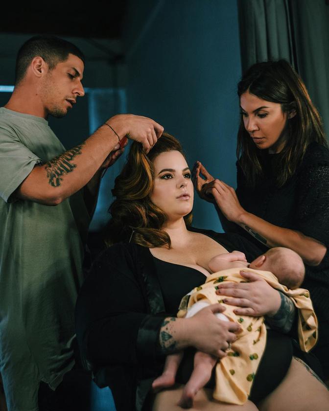 Az UNICEF Szinetár Dórával és több kismamával kapmányolt a szoptatás mellett.(A képen egy modell, Tess Holiday látható.)