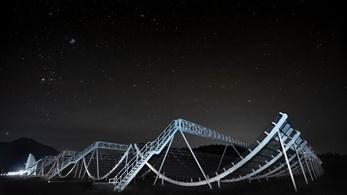 Másfél milliárd fényévnyire lévő galaxisból fogtak be ismétlődő rádiójeleket