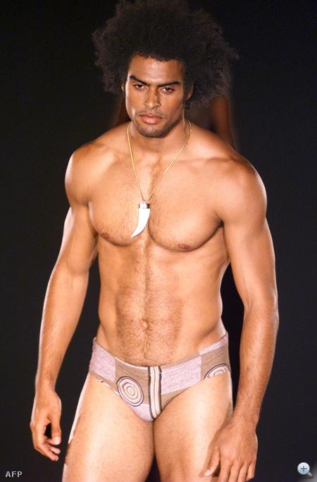 A legjobb testek mindig Ausztráliából érkeznek: Peter Morrissey bemutatója Syndey divathetén 2000 májusában