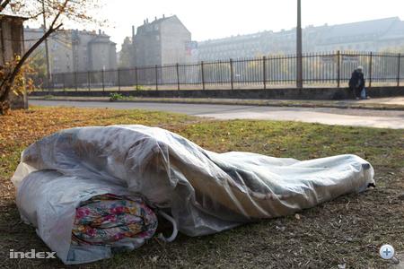 Voltak, akik az akció után a nyílt területen vetették meg ágyukat