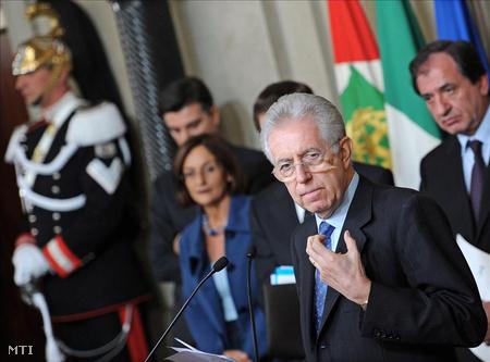 Mario Monti kijelölt olasz kormányfő miután hivatalosan is elfogadta a miniszterelnöki megbízatást Giorgio Napolitano köztársasági elnöktől
