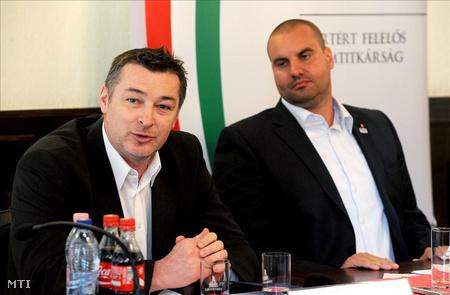 2011. április 11. Gömöri Zsolt és Czene Attila, a Nemzeti Erőforrás Minisztérium (NEFMI) sportért felelős államtitkára miután aláírták a 108,3 millió forintról szóló támogatási szerződést.