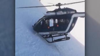Hegyoldalba fúródós, helikopteres mentéssel hoztak le egy síelőt