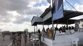 Drónnal támadtak a jemeni hadsereg díszszemléjére