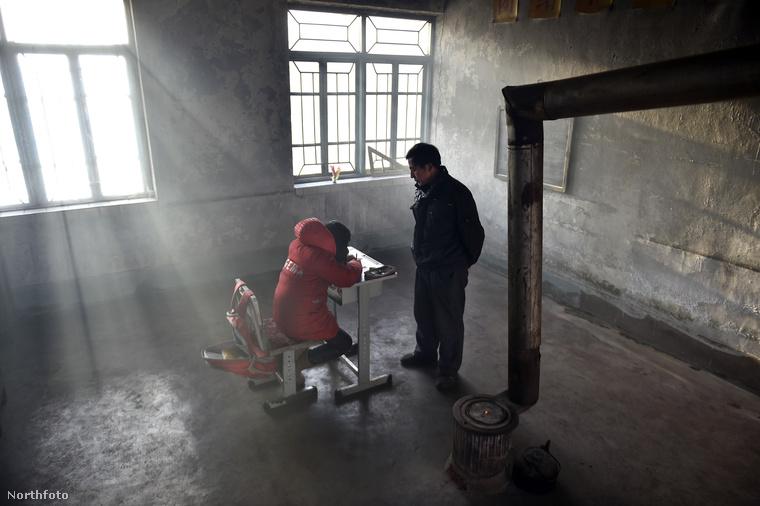A suli egy kis faluban található Liaoning tartományban, közel az észak-koreai határhoz.