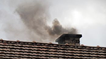 Civilek tiltakoznak a Miskolc környéki levegő szennyezettsége ellen