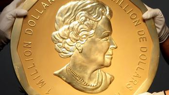 Talicskával tolták ki a százkilós, félméteres érmét a múzeumból
