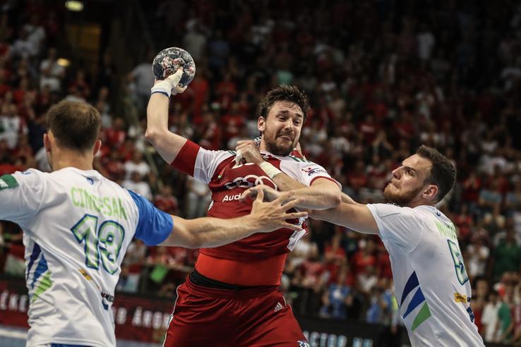 Lékai Máté (k) a Magyarország - Szlovénia kézilabda világbajnoki selejtező visszavágó mérkőzésén a Veszprém Arénában 2018. június 13-án.