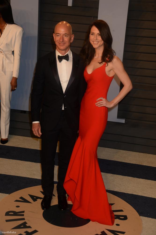 Az Amazon tulajdonosa, Jeff Bezos, és a felesége (a képen) szerdán jelentették be, hogy 25 év házasság után válnak