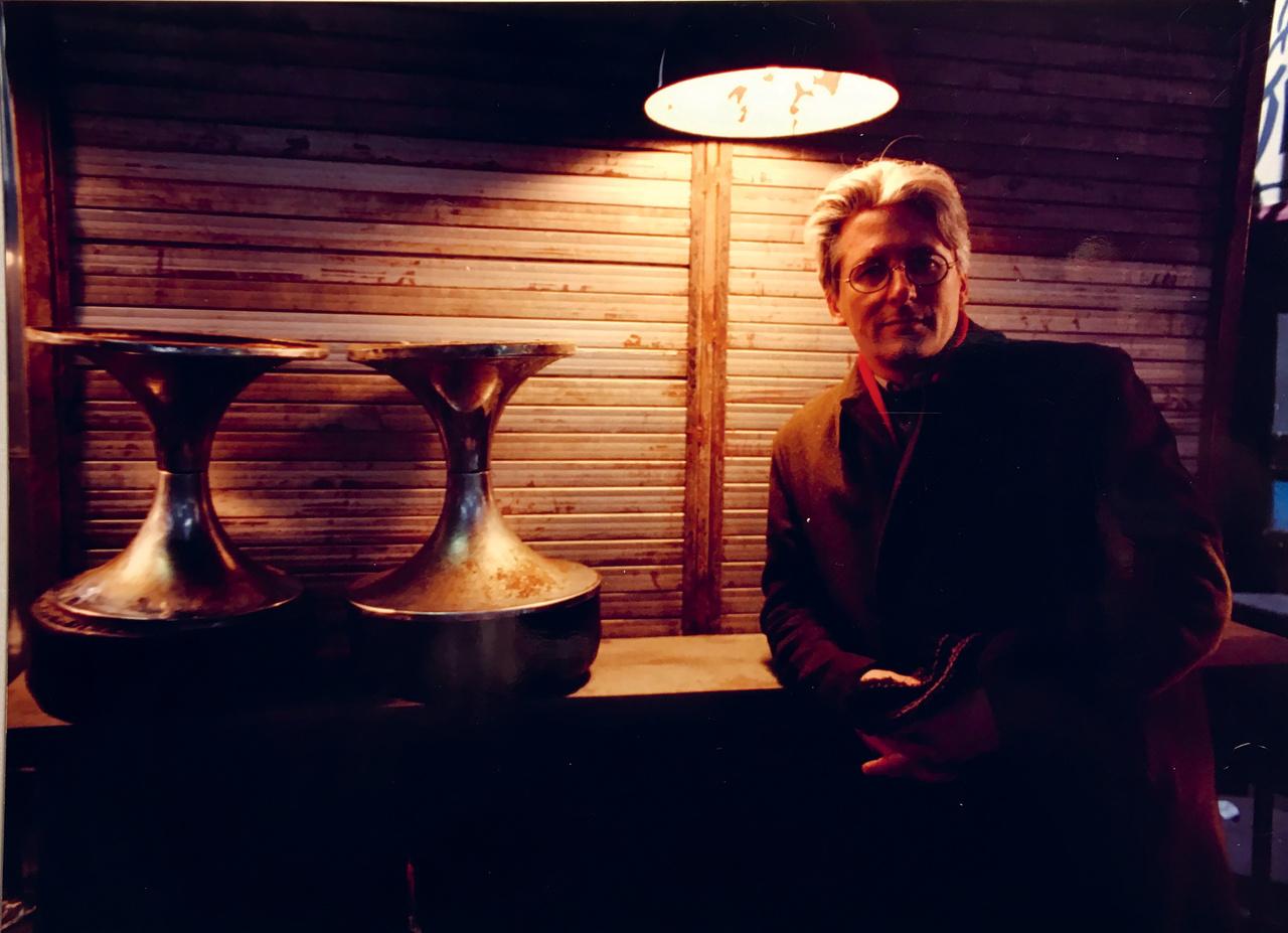 A Meteo a mai napig Monory Mész András első, és egyetlen játékfilmje. Pár évvel korábban a Bebukottak című, elítéltekről szóló nyers dokumentumfilmje elég nagy port kavart. Monory pár évig Franciaországban élt, egy helyi tévénél dolgozott, onnan csente el a filmje címét, ami a francia időjárásjelentés főcíme volt. A képen látható Zsótér László volt az art director, ő korábban filmen csak az 1986-os Hajnali háztetőkön dolgozott.
