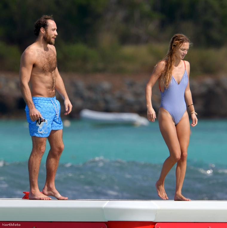A helyszín egyébként egy Eden Rock nevű strand Saint-Barthélemy szigetén, a Karib-tengeren. A képek még január elsején készültek.