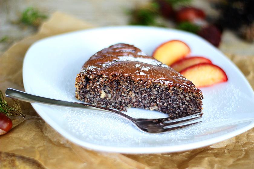 A mák egy remek növényi fehérjeforrás, amit tésztán, kalácsban vagy sütiben is a tányérra lehet tenni. 100 gramm mákban 20,5 gramm fehérje van.