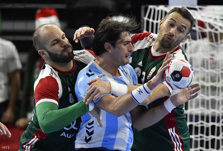 Sipos Adrián (b) az argentin Federico Matías Vieyra (k) és Ilyés Ferenc