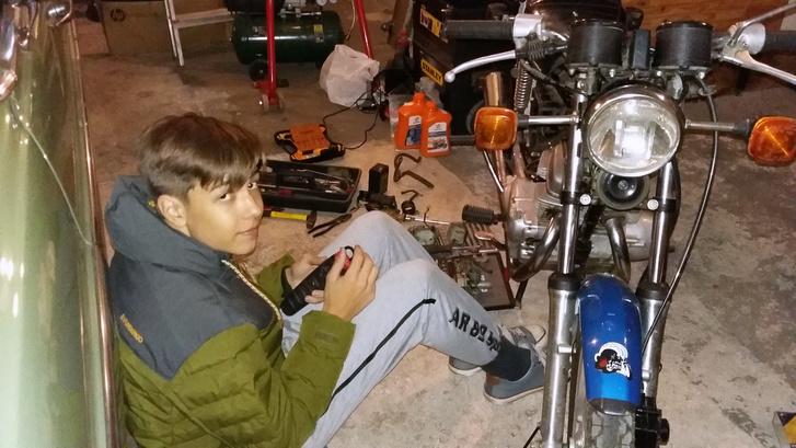 Karburátort csak elmélyült kényelemben lehet szépen takarítani