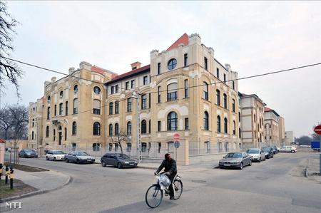 Az Uzsoki utcai Kórház főépülete