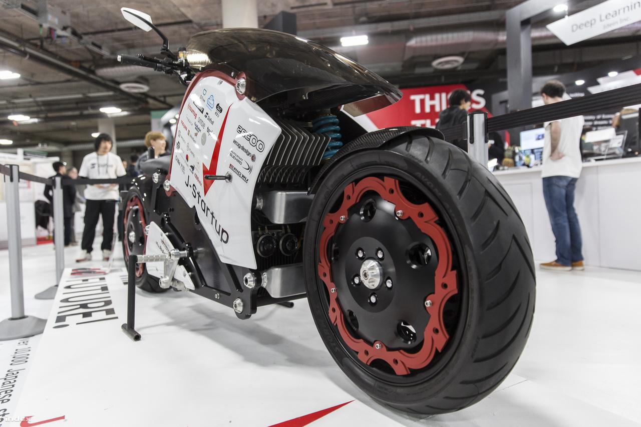 A 2015 óta kapható, japán Zec00 elektromos motorkerékpár úgy néz ki, mint amit egyenesen az Akira című animéből keltettek életre.