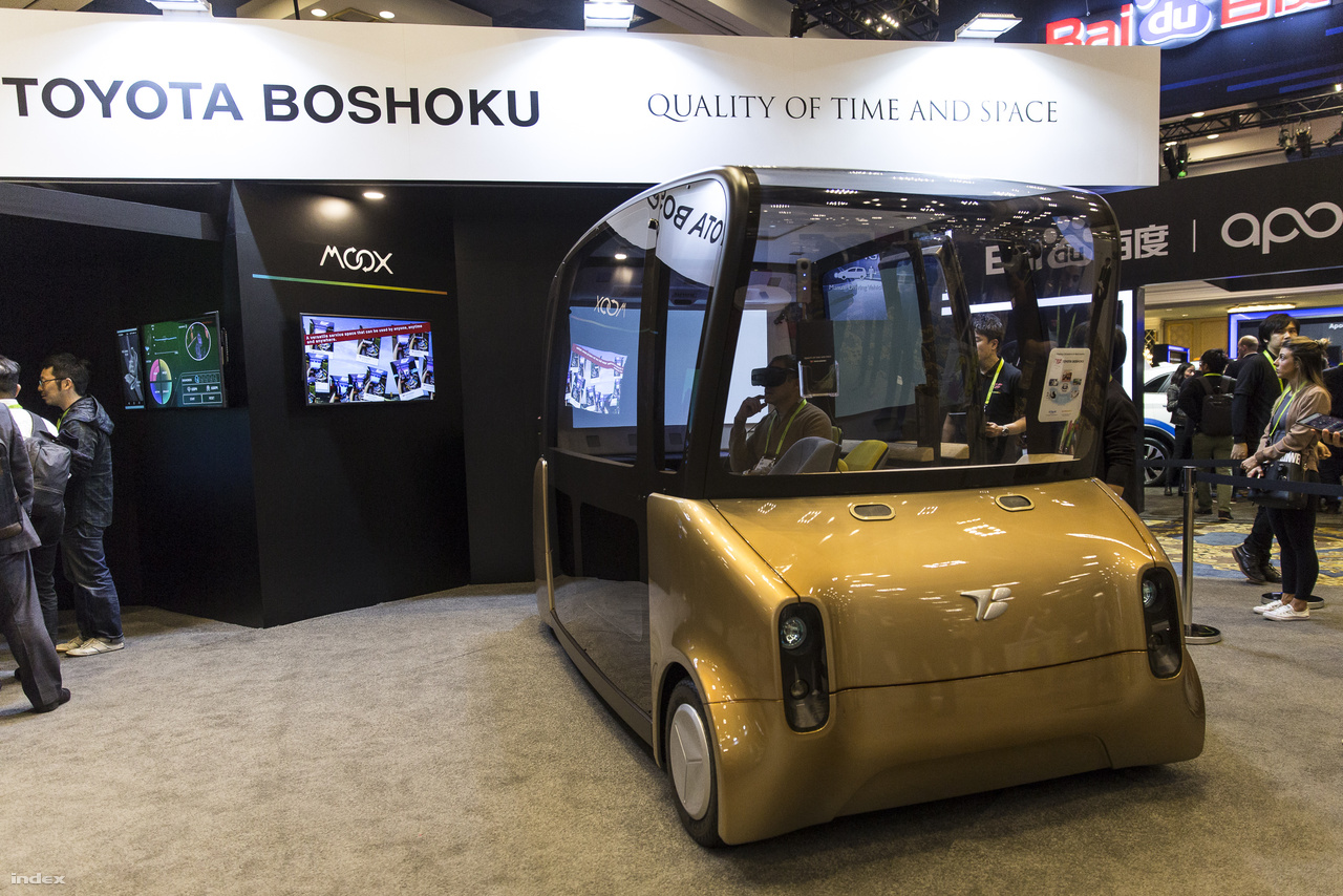 A japán Toyota Boshoku Moox névre hallgató elektromos önvezető kisbusza.