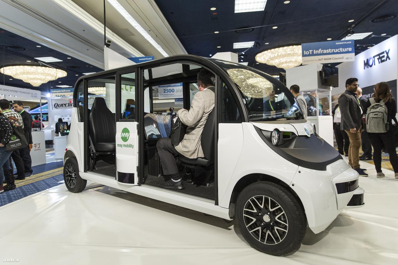 Két amerikai cég, a Cepton és a May Mobility alkotta meg ezt a négyszemélyes önvezető elektromos kisbuszt, a Myla 2.0-t. A jármű egyelőre még csak prototípus, de a két cég jó ideje foglakozik önvezető elektormos járművek fejlesztésével.