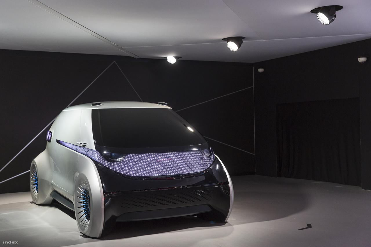 A dél-koreai Hyundai Mobis egy apró városi elektromos önvezető autót hozott a CES-re, a jármű egyelőre még csak koncepcióautó, gyártása kétséges.