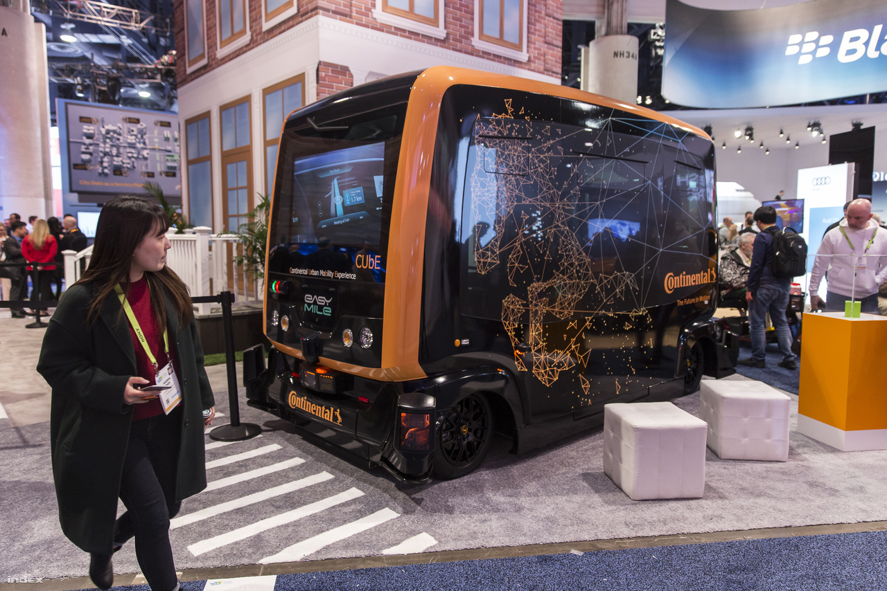 A teljesen elektromos, önvezető Cube (Continental Urban Mobility Experience), a Continental és az Easy Mile közös fejlesztésű kisbusza. Idé Szingapúrban kezdik tesztelni.