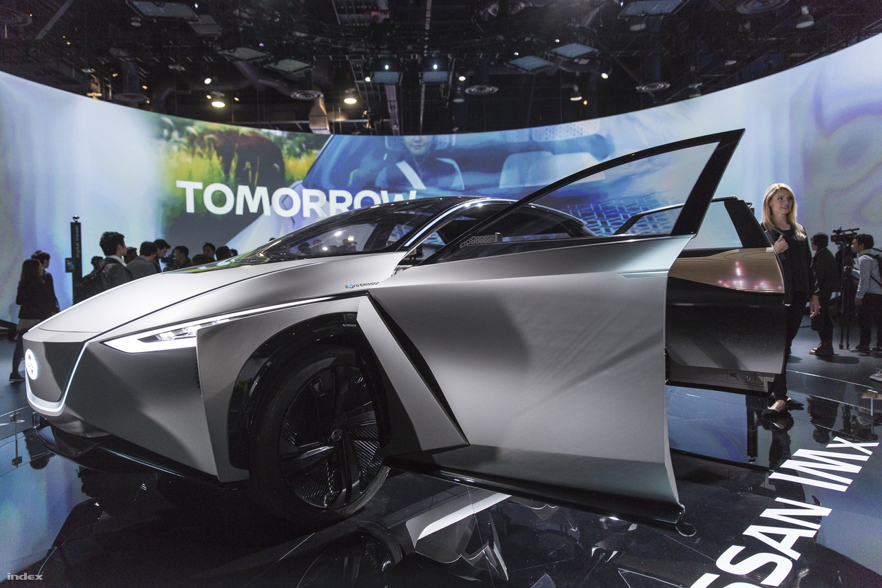 A japán Nissan IMx Kuro elektromos koncepcióautóba is sofőrt segítő technológiát fejlesztettek.