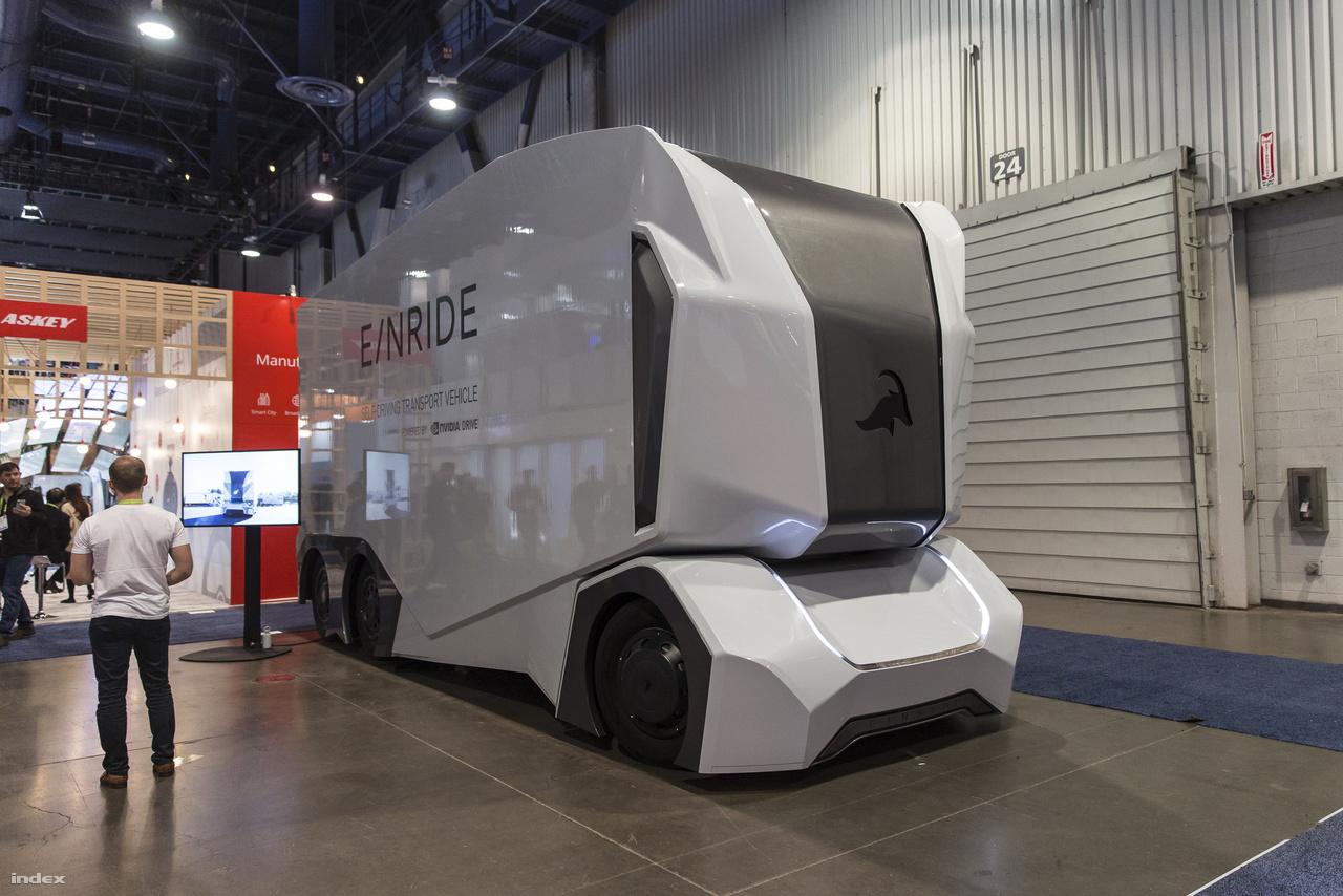 A svéd E/Nride T-Log önvezető elektromos teherautója ugyancsak moduláris felépítésű, tehertől függően lehet a felépítményét variálni.