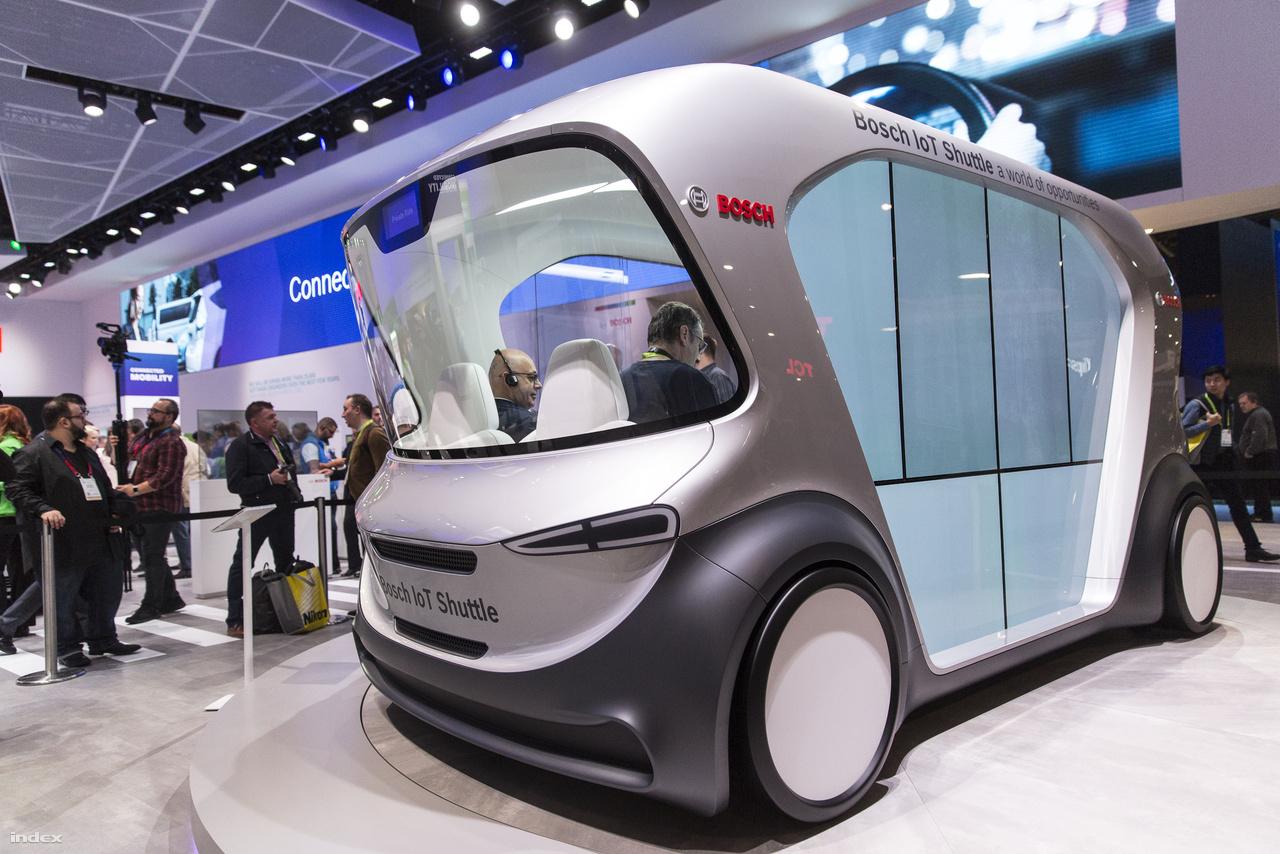A német Bosch saját fejlesztésű, negyszemélyes hálózatba kapcsolt, önvezető transzferjárműve, az IoT Shuttle a városi tömegközlekedés alternatívája szeretne lenni. Egyelőre még csak prototípus, zajlik a tesztelése.