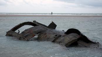Százéves német tengeralattjáró bukkant elő egy francia strandon