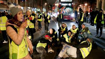 Több ezren tüntettek Londonban a brit kormány ellen