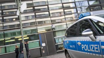 Megkéseltek egy terhes nőt Németországban