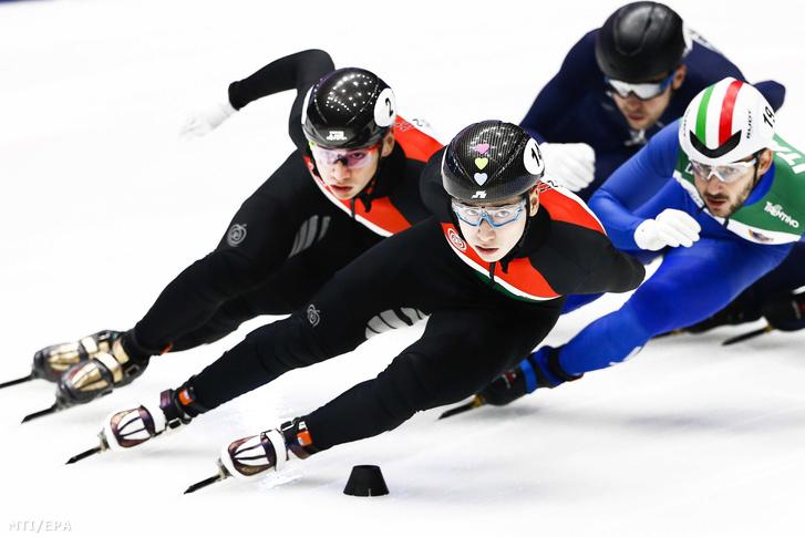Liu Shaolin Sándor és öccse Liu Shaoang valamint az olasz Yuri Confortola és az izraeli Vladiszlav Bikanov a dordrechti rövidpályás gyorskorcsolya Európa-bajnokság férfi 1500 méterének döntőjében 2019. január 12-én.