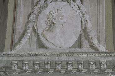 Grisaille portrémedaillon: Sába királynője.
