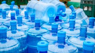 Tönkreteszik a beleinket a műanyag palackos vizek