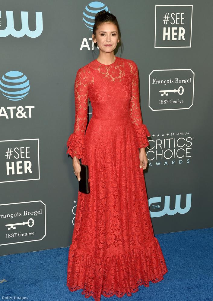 Nina Dobrev ruhája eléggé hasonlít a Golden Globe-on megjelent Fiona Yie-jéhez