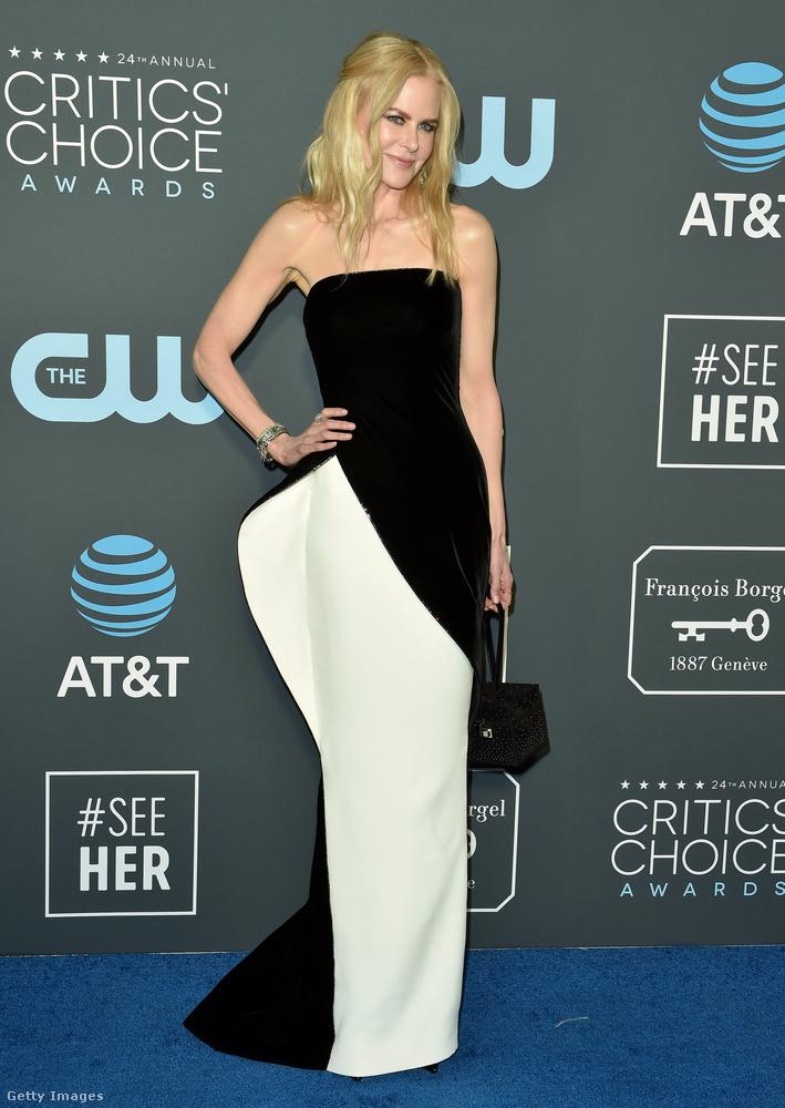 Kezdjük a sort Nicole Kidmannel, aki egy csípőben plusz toldalékkal, amolyan ruhaprotézissel ellátott ruhában jelent meg.Egyelőre nem tudni, hogy most alkotott-e valami maradandóan kínosat ezen a gálán, de talán elég is volt az egy héttel korábbi.