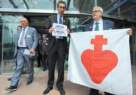 Mario Borghezio és Max Bastoni demonstrációja az Európai Bíróság előtt