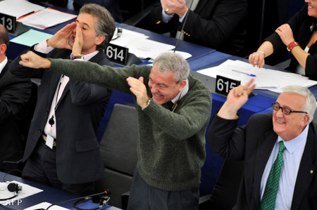 Olasz EFD tagok az EP-ben (Oreste Rossi, Matteo Salvini és Mario Borghezio)