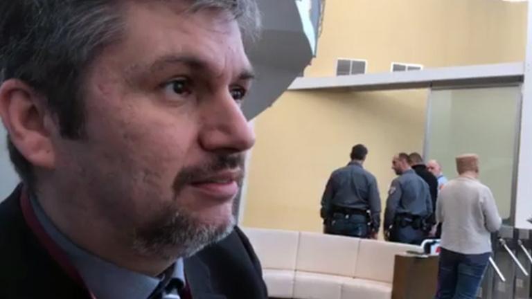 Magára hagyták Hadházy Ákost, az ellenzéki pártoknak fontosabb az SZFE, mint az MTVA blokádja