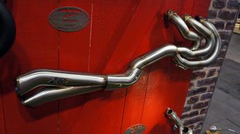 Anatómiai rokonság lesz a Triumph Rocket III és a Ducati Panigale között