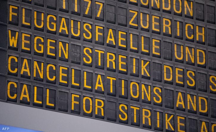 Kijelző a Stuttgart-i repülőtéren 2019. január 10-i sztrájk idején