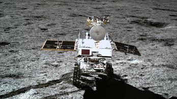 Azonosítatlan gélszerű anyagot találtak a Hold túlsó oldalán