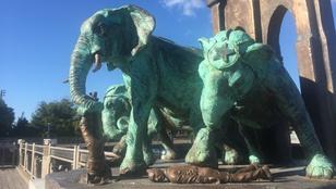 Brooklynban meg nem történt tragédiák emlékművei állnak