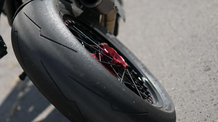 Ez pont egy Pirelli hipersport gumi. Tapad, mint az állat, de hamar elfogy