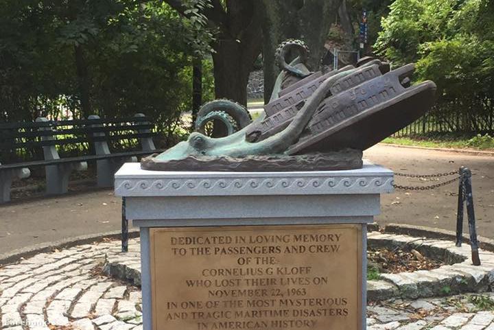 Cornelius G. Kolff gőzös komp eltűnésének emlékműve Staten Island-en