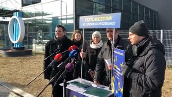Élő adásban kért rendőri intézkedést a 112-n Hadházy, amiért nem engedik be az MTVA-székházba