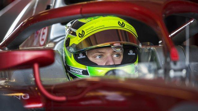 Mick Schumacher akár a 2019-es Ferrarit is tesztelheti